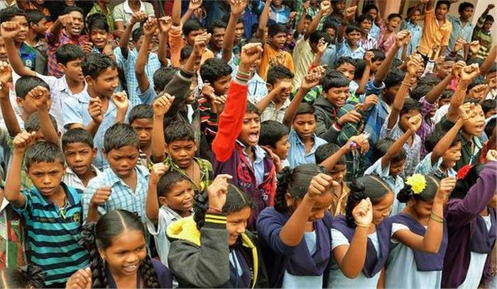 बेटियों की जिद के आगे झुकी दिल्ली सरकार, स्कूलों के समायोजन के आदेश लिए वापस