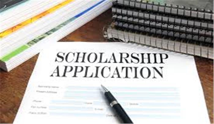 अल्पसंख्यक छात्रों की छात्रवृत्ति के आवेदन छूटने पर स्कूलों पर होगी कार्रवाई, जिला प्रशासन ने दिए सख्त निर्देश