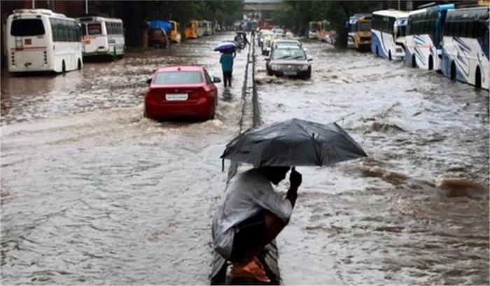 मुंबई में मौसम विभाग ने जारी किया 48 घंटे भारी बारिश का अलर्ट , पहली बारिश ने ही थाम दिया शहर