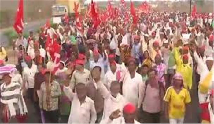 महाराष्ट्र सरकार की बढ़ सकती हैं मुश्किलें, ऋणमाफी की मांग कर रहे 30 हजार किसान पहुंचे ठाणे