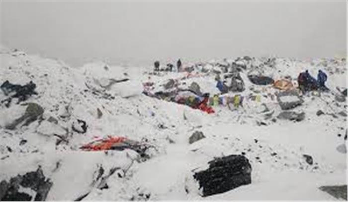नेपाल में आया बर्फीला तूफान, 9 पर्वतारोहियों की मौत, तलाश जारी
