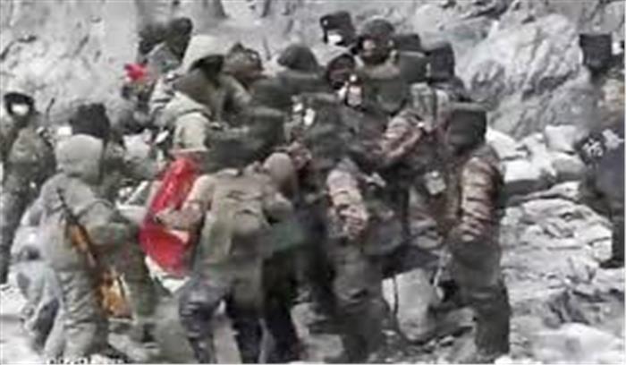 भारतीय और चीनी जवानों की झड़प का नया वीडियो आया सामने , हाथापाई करते दिख रहे सैनिक