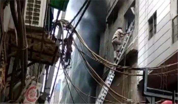 LIVE - दिल्ली के झिलमिल औद्योगिक इलाके की रबड़ फैक्टरी में आग , 3 लोगों की मौत , कुछ के अब भी फंसे होने की आशंका
