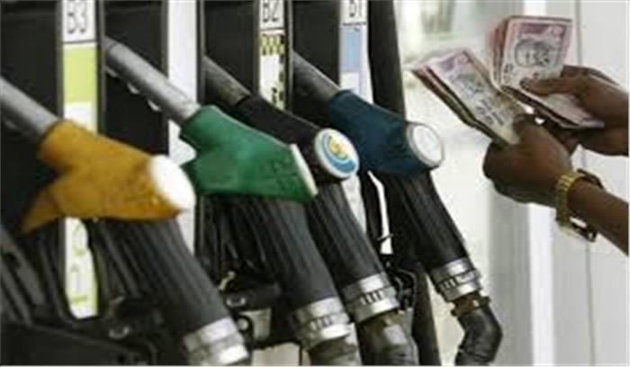 तेल की बढ़ती कीमतों ने उपभोक्ताओं की जेब में लगाई 'आग', दिल्ली में पेट्रोल 80 के पार