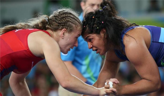 world wrestling championship : साक्षी और विनेश फौगाट पहले दौर में हुई बाहर, भारत को बड़ा झटका