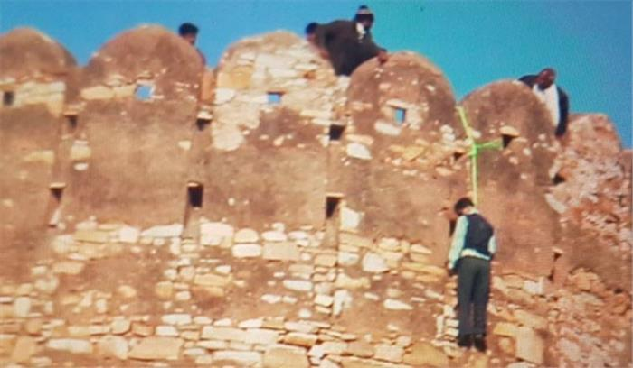 पद्मावती विरोध के बीच नाहरगढ़ किले से लटका मिला युवक का शव, प्रशासन में हड़कंप
