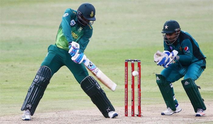 पाकिस्तानी कप्तान सरफराज ने अफ्रीकी खिलाड़ी पर की नस्लीय टिप्पणी, काले कहकर संबोधित किया और मां के लिए बोले अपशब्द