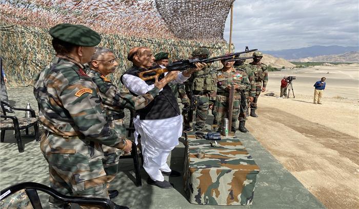 चीन से सीमा विवाद के बीच पैगॉन्ग झील के करीब भारतीय पैरा कमांडोज ने किया युद्ध अभ्यास , रक्षामंत्री ने किया दौरा