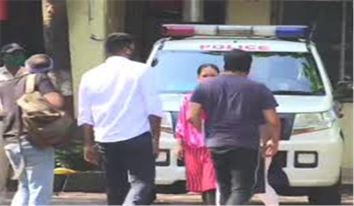 अनुराग कश्यप आज होंगे गिरफ्तार! पायल घोष की शिकायत पर समन जारी होने के बाद थाने पहुंचे