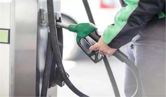 पेट्रोल की आसमान छूती कीमतों के बीच जनता ने सरकार से मांगी