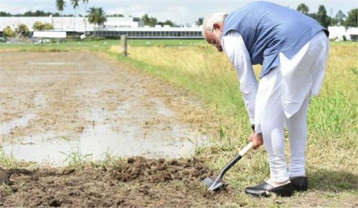 पीएम मोदी ने फिलिपिंस मे की खेती-किसानी, वाराणसी में खुलने वाले राइस रिसर्च सेंटर की ली जानकारी