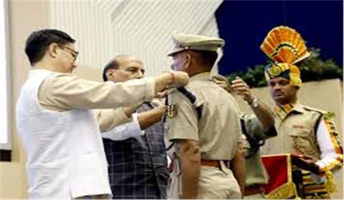 बेहतर सुरक्षा व्यवस्था मुहैया कराने वाले उत्तराखंड के जवानों को मिला राष्ट्रपति पुलिस पदक, गृह मंत्री ने किया सम्मानित