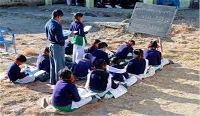 कैसे बढ़ेगी सरकारी स्कूलों में छात्रों की संख्या, निजी स्कूलों को दी जा रही धड़ल्ले से मान्यता