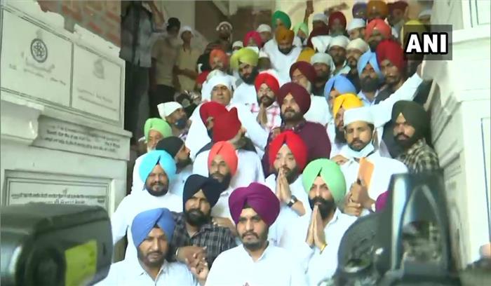 पंजाब - कैप्टन अमरिंदर का दौर खत्म  cm लंच पर करते रहे इंतजार  62 विधायक सिद्धू के साथ स्वर्ण मंदिर गए