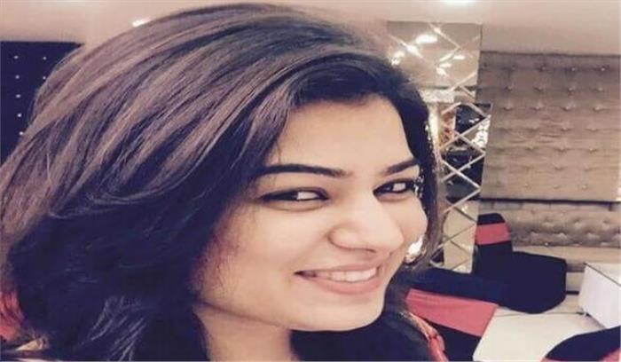 रेडियो स्टेशन की युवा महिला अकाउंटेंट की कार अनियंत्रित होकर नाले में गिरी, घटनास्थल पर ही मौत