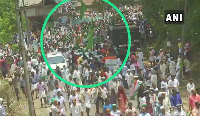 LIVE : वायनाड में राहुल गांधी की रैली कवर कर रहे कई पत्रकार बैरिकेड टूटने से ट्रक से नीचे गिरे , रैली में अफरातफरी