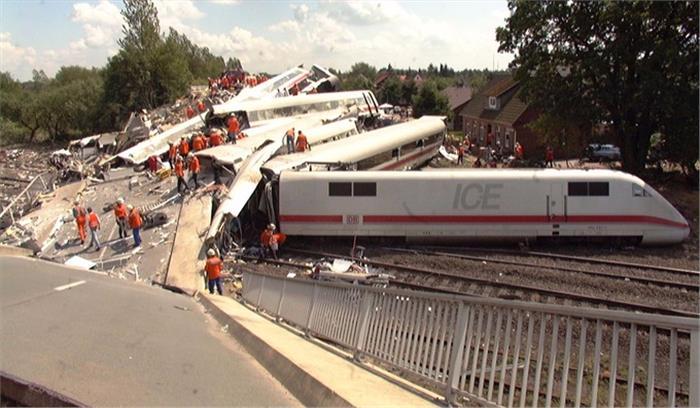 जर्मनी में हुआ भीषण रेल हादसा, पैसेंजर ट्रेन मालगाड़ी से टकराई, 50 से ज्यादा लोग घायल