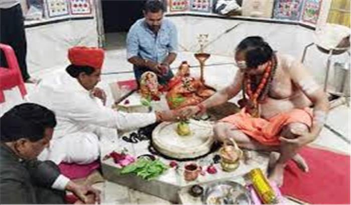 गहलोत के 'मुस्लिम मंत्री' ने पेश की धार्मिक सद्भाव की मिसाल, शिव मंदिर में किया रुद्राभिषेक