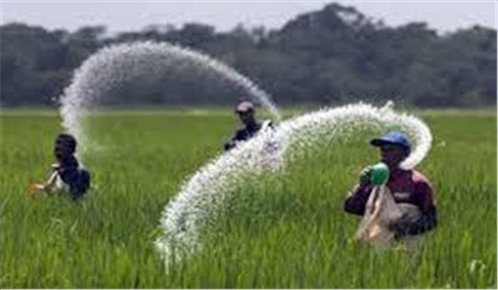 राजस्थान सरकार ने किसानों के लिए खड़ी की नई मुसीबत, यूरिया लेना है तो 'आधार' लाओ