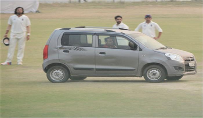 दिल्ली और उत्तरप्रदेश के बीच रण्जी मैच के दौरान मैदान में घुसी कार, गंभीर ने भागकर बचाई जान, बीसीसीआई ने मांगी रिपोर्ट