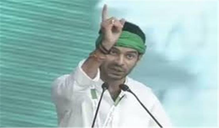 पटना में एक बार फिर 'प्रकट' हुए तेजप्रताप, खुद को 'कृष्ण' और तेजस्वी को 'अर्जुन' बताया