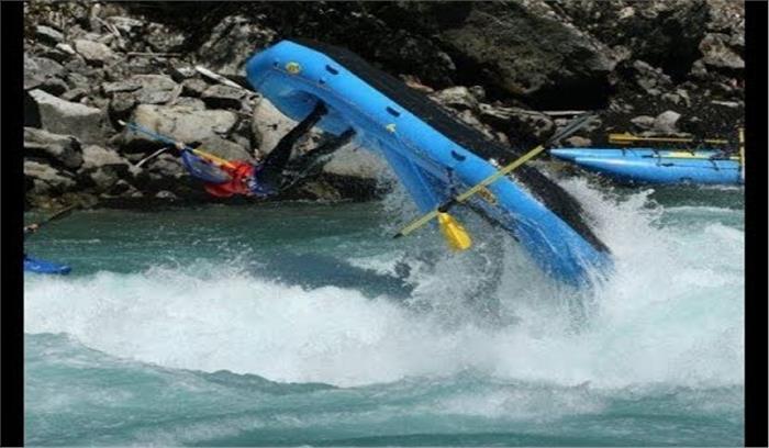 दिल्ली से रिवर राफ्टिंग के लिए गए पर्यटकों के साथ हुआ हादसा, गंगा में डूबने ने एक महिला की मौत