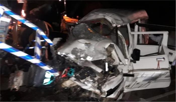 फैजाबाद-लखनऊ हाईवे पर ट्राला से भिड़ा ट्रक, चालक समेत 3 लोगों की मौत