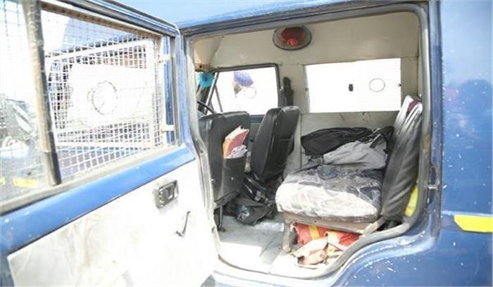 रुड़की में दिन दहाड़े बदमाशों ने कैश वैन को लूटा, 25 लाख लेकर फरार, बाल-बाल बची सुरक्षाकर्मी की जान