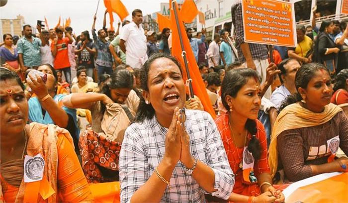 live - सबरीमाला मंदिर के गेट खुलने से पहले हिंसा  प्रदर्शनकारियों ने बसों पर पथराव किया मीडिया पर भी हमला