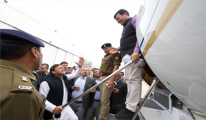 प्रयागराज जा रहे अखिलेश यादव को लखनऊ एयरपोर्ट पर रोका , फ्लाइट में चढ़ने से रोकने पर सपाइयों का हंगामा