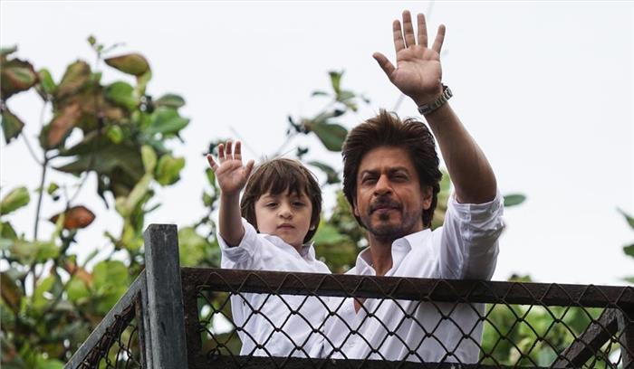 बॉलीवुड में 25 साल पूरे होने पर बेटे अबराम के साथ शाहरुख खान ने फैंस को किया शुक्रिया, सोशल मीडिया पर भी जारी किया वीडियो