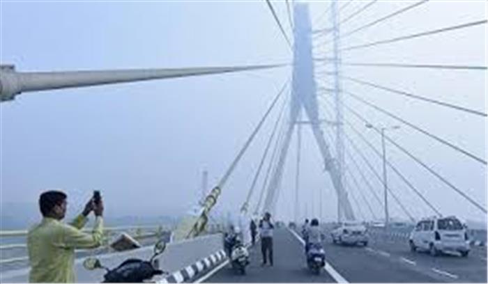 दिल्ली के सिग्नेचर ब्रिज पर हुआ बड़ा हादसा, सेल्फी लेने के चक्कर में गई 2 बाइक सवारों की जान