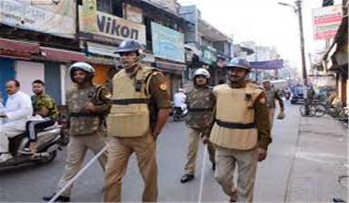 अलीगढ़ में भीड़ ने पुलिस पर पथराव किया , लॉकडाउन का पालन करवाने गए थी पुलिस