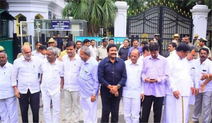 सुप्रीम कोर्ट का बागी विधायकों को आदेश - कर्नाटक के स्पीकर से मिलें, स्पीकर को कहा- आज ही लें इस्तीफों पर फैसला