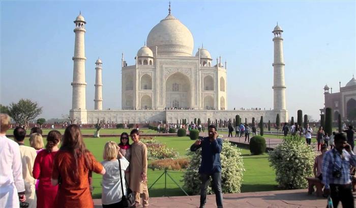 ताजमहल के संरक्षण को लेकर सुप्रीम कोर्ट सख्त, कहा-नहीं संभल रहा तो ढहा दो