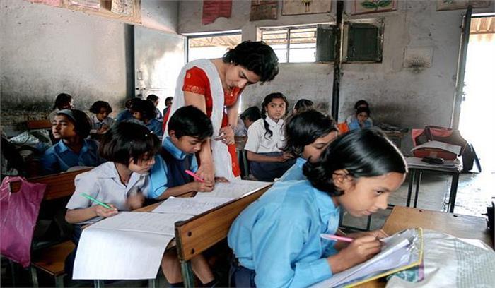 स्कूलों में नहीं हैं शिक्षक बच्चे कैसे पढ़ेगे गणित और विज्ञान