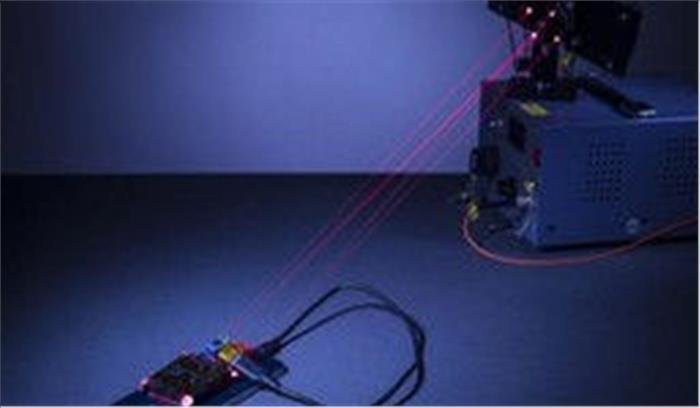 अब लेजर के जरिए होगा मोबाइल चार्ज, वैज्ञानिकों ने किया लेजर एमिटर उपकरण का सफल परीक्षण