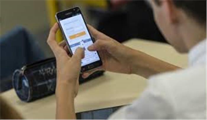 मोबाइल का इस्तेमाल करते हुए बरतें ये सावधानियां, वर्ना हो सकता है ब्लास्ट