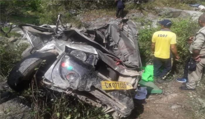 उत्तराखंड : टिहरी में अनियंत्रित मैक्स कार खाई में गिरी, 3 लोगों की मौत , 6 गंभीर रूप से घायल