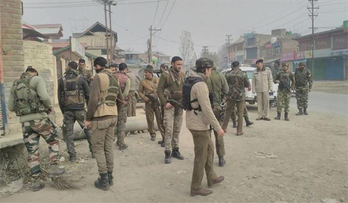पुलवामा में आतंकियों ने किया ग्रेनेड से हमला 4 पुलिस वाले और 2 नागरिक घायल