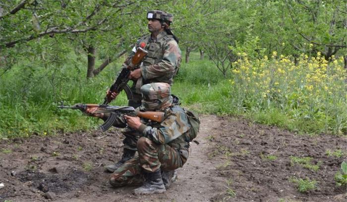 जम्मू-कश्मीर के कुलगाम में आतंकियों ने सेना के काफिले पर किया हमला, 3 जवान घायल, सर्च आॅपरेशन जारी