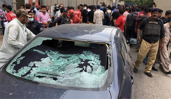 Pakistan Live - पुलिसकर्मियों की ऑफ ड्यूटी वर्दी पहनकर आए थे स्टॉक एक्सचेंज पर हमला करने वाले आतंकी
