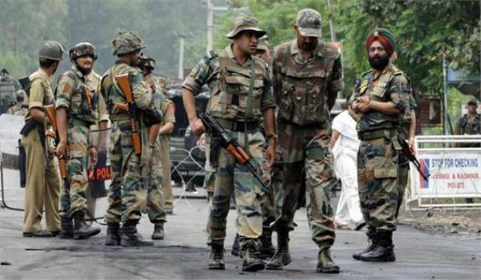 पुलवामा में सेना के शिविर पर आतंकी हमला  गोलीबारी में एक महिला की मौत
