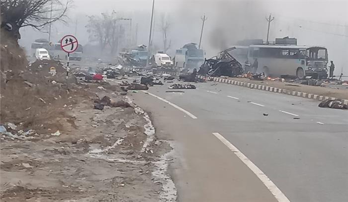 Breaking News - जम्मू-कश्मीर में आत्मघाती का CRPF के वाहनों पर Double Attack,  45 जवान शहीद