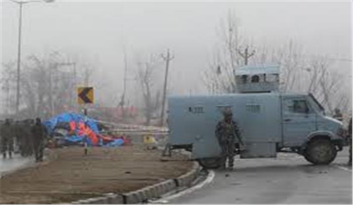 Breaking News - दक्षिणी कश्मीर में सुरक्षाबलों पर आतंकी हमला , एक जवान शहीद , एक बच्चे की भी मौत