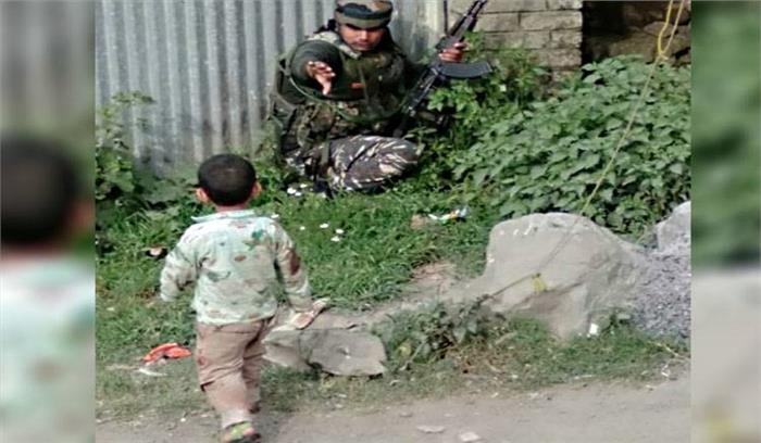 सोपोर में आतंकियों ने सीआरपीएफ के दल पर किया हमला , 2 जवान शहीद , दो स्थानीय लोगों की भी मौत , सामने आई दर्दनाक तस्वीर