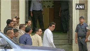 live राज ठाकरे बच्चों के साथ पहुंचे ed दफ्तर  450 करोड़ के कोहिनूर इमारत मामले में पूछताछ शुरू  कई mns कार्यकर्ता हिरासत में