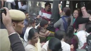 चुनाव आयोग के बाहर कांग्रेस का प्रदर्शन भाजपा ने गहलोत-सुरजेवाला की प्रेस कॉंफ्रेंस को लेकर साधा निशाना
