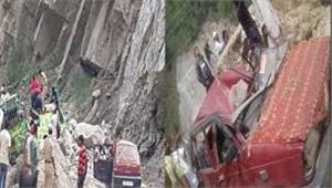 किश्तवाड़ में मिनी बस के ऊपर गिरा बोल्डर 5 लोगों की मौत 8 से ज्यादा घायल