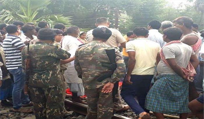 छठ पूजा से पहले गंगा नहाने जा रही महिलाएं आई ट्रेन की चपेट में, 5 की मौके पर मौत, कई घायल